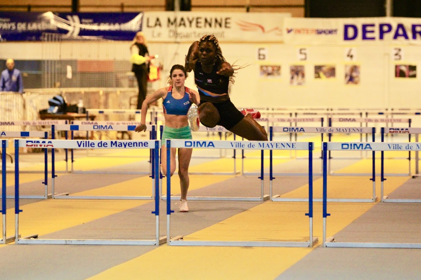 Angèle Franchissement haies Mayenne indoor 2019